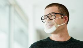 Wiederverwendbare transparente Maske